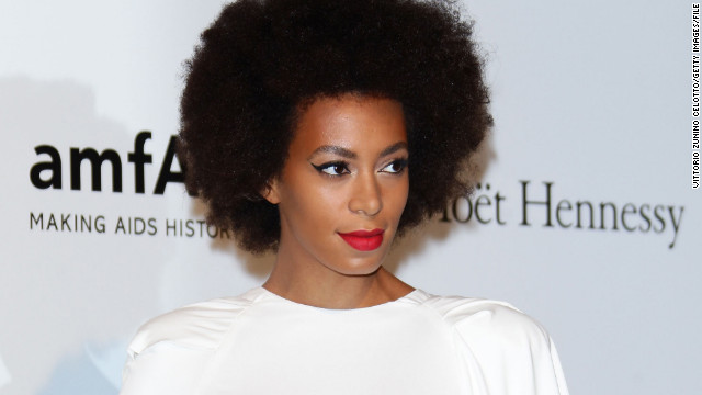 Solange Knowles told fans on Twitter that her hair was searched by TSA agents.