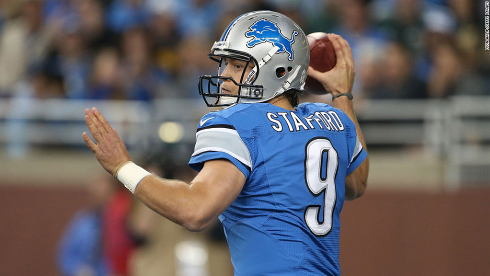 Matthew Stafford of the Lions drops back to pass during the first quarter of the game against the Packers on Sunday.