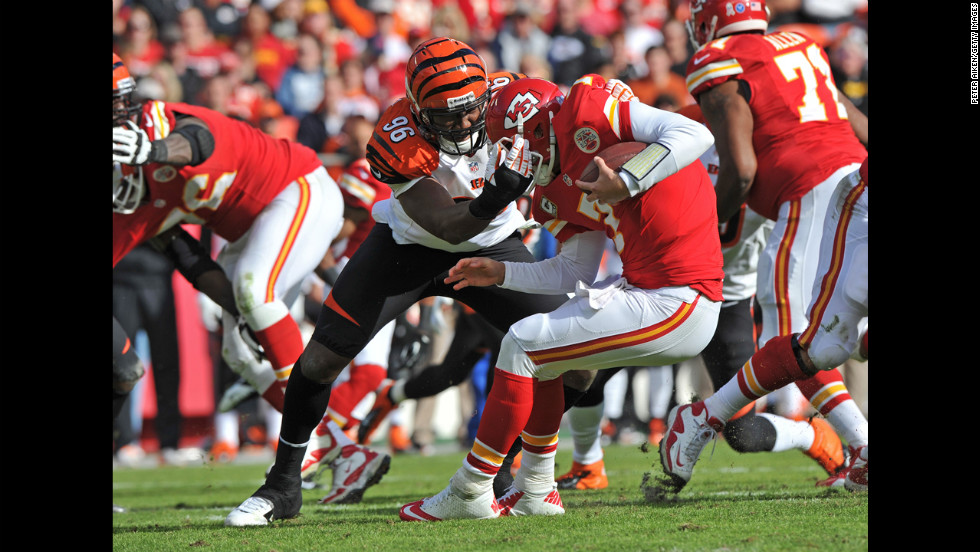 Defensive end Carlos Dunlap of the Bengals sacks quarterback Matt Cassel of the Chiefs during the first half on Sunday.