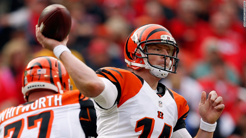 Quarterback Andy Dalton of the Bengals passes during the game against the Chiefs on Sunday.