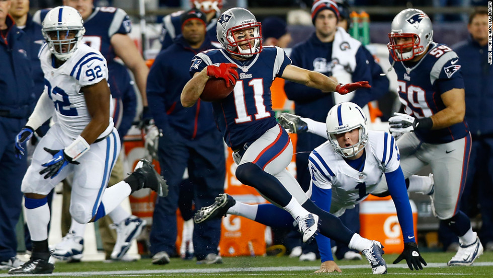 Julian Edelman of the Patriots avoids a tackle by Pat McAfee of the Colts while returning a punt for a touchdown against in the first half on Sunday.