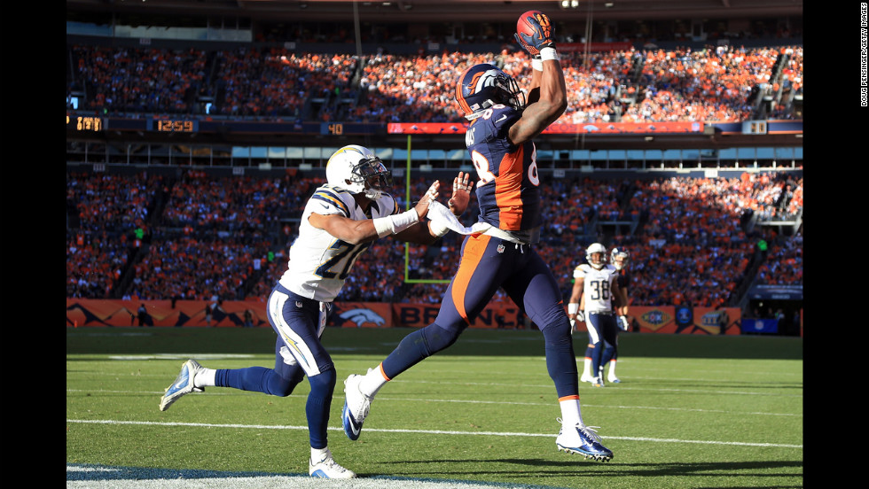 Demaryius Thomas of the Broncos makes a 13-yard touchdown reception against Antoine Cason of the Chargers in the second quarter on Sunday.