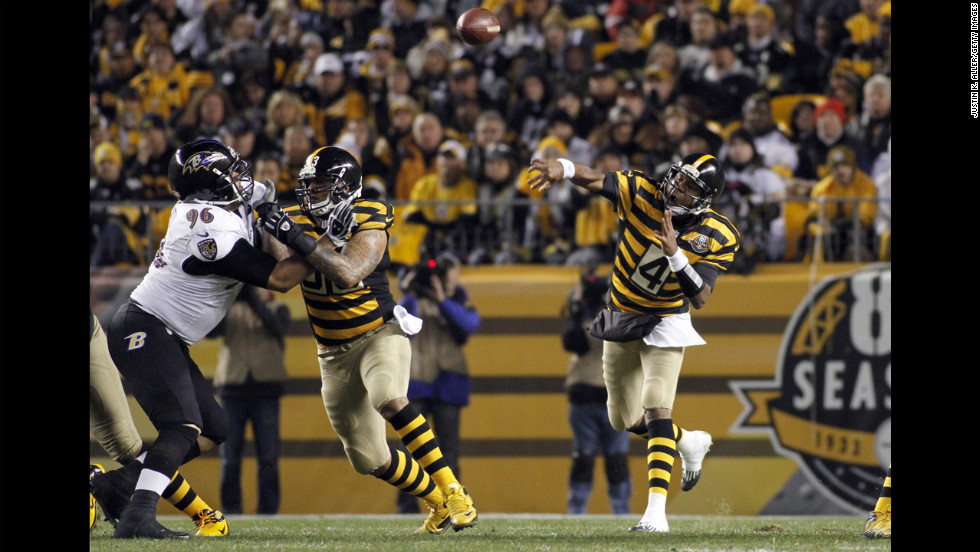 Byron Leftwich of the Pittsburgh Steelers drops back to pass against the Baltimore Ravens on Sunday.