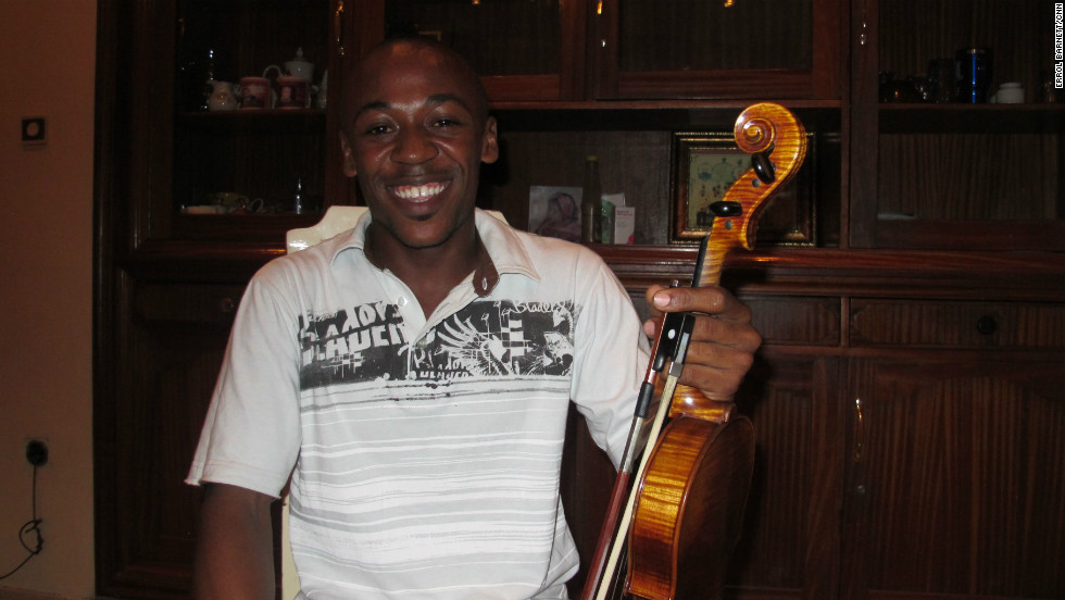 Rodrick Muamba joins rehearsals after work and aspires to become a world-renowned violinist