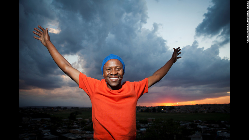 thulani madondo Thulani madondo, a south african man from kliptown in soweto, is one of 10 finalists for the 2012 cnn hero of the year award, an annual campaign which.