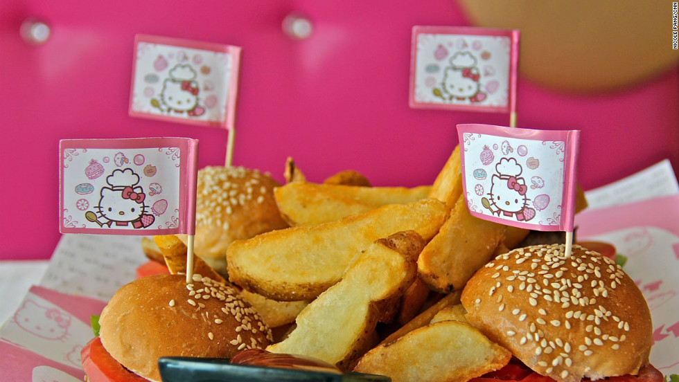 Hello kitty restaurant is terribly cute and its food is - Cuisine hello kitty ecoiffier ...