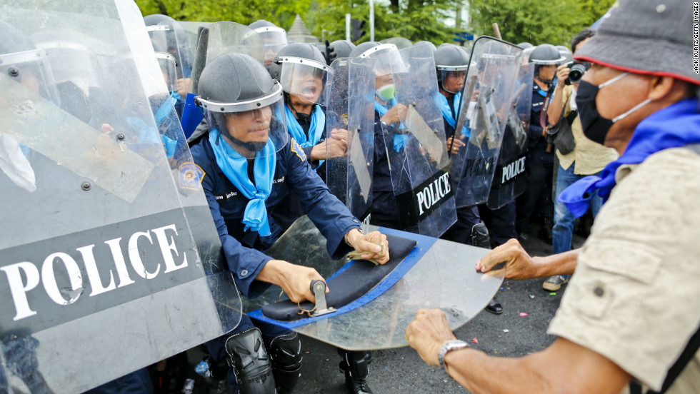 Protesters battle police on Saturday. The Siam Pitak group, which sponsored the protest, cited alleged government corruption and anti-monarchist elements within the ruling party as grounds for the protest.