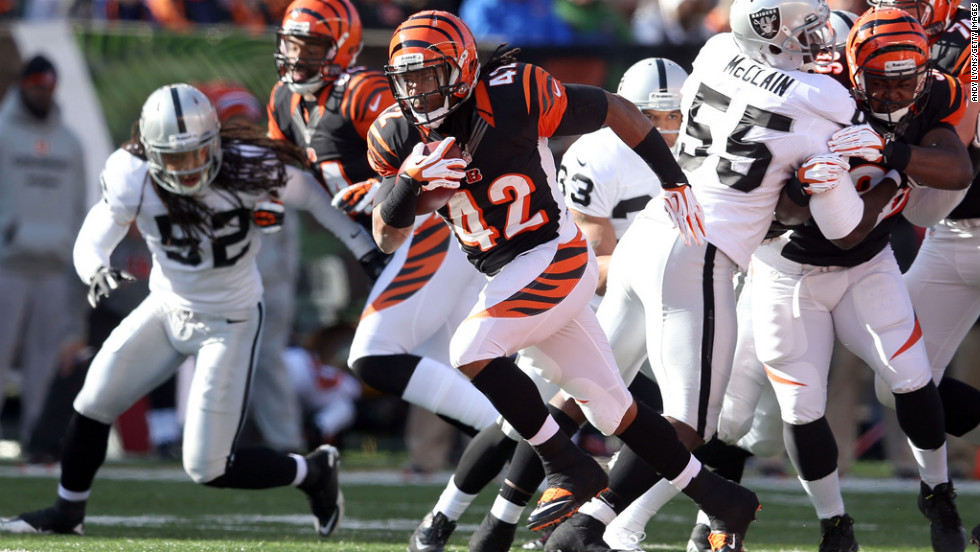 BenJarvus Green-Ellis of the Bengals runs with the ball against the Raiders on Sunday.