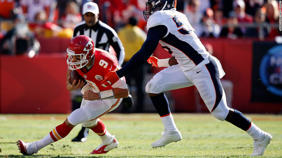 Quarterback Brady Quinn of the Chiefs is sacked by outside linebacker Wesley Woodyard of the Broncos on Sunday.