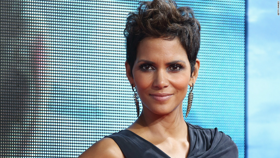 "Halle Berry was not immune to the bomb that was ""Catwoman."" When she accepted a Razzie in 2005, <a href=""http://www.people.com/people/article/0,,1032313,00.html"" target=""_blank"">she thanked</a> ""Warner Bros. for putting me in a godawful piece of (expletive) movie."""