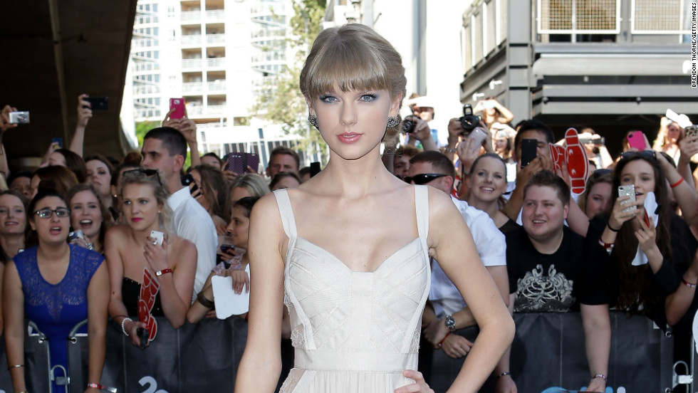 Taylor Swift arrives at the 2012 Australian Record Industry Association Awards in Sydney, Australia.
