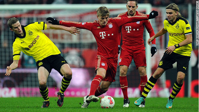 Bayern Munich's Toni Kroos fights his way through the Dortmund defense during the 1-1 draw at the Allianz Arena.