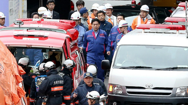 Cars trapped in tunnel collapse in Japan