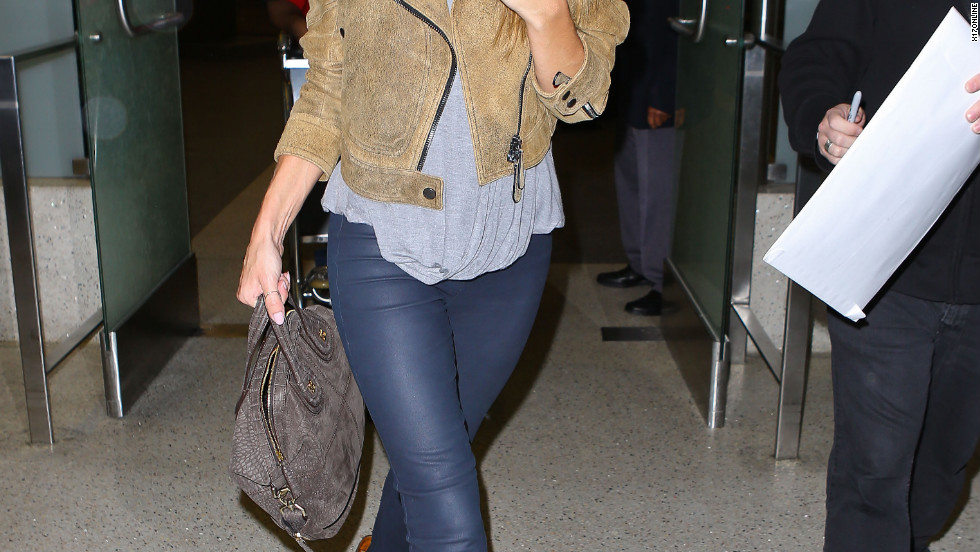 Rosie Huntington-Whiteley arrives at the airport.
