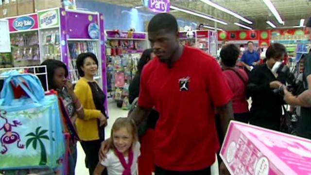 Texans player takes kids shopping
