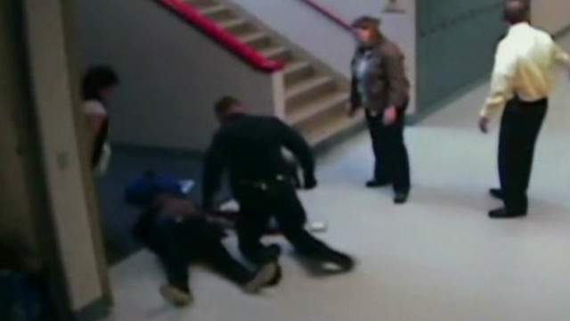 dnt wa cop saves student with defibrillator_00011427