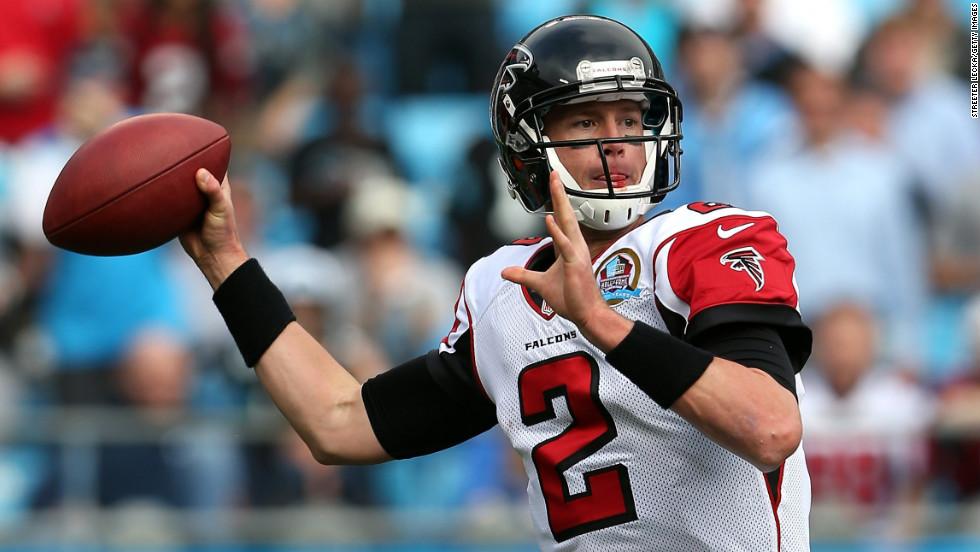 Matt Ryan of the Falcons drops back to pass on Sunday.