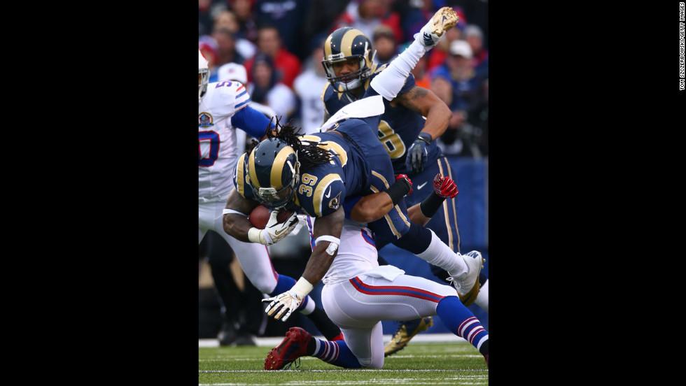 Rams quarterback Steven Jackson gets tackled on Sunday.