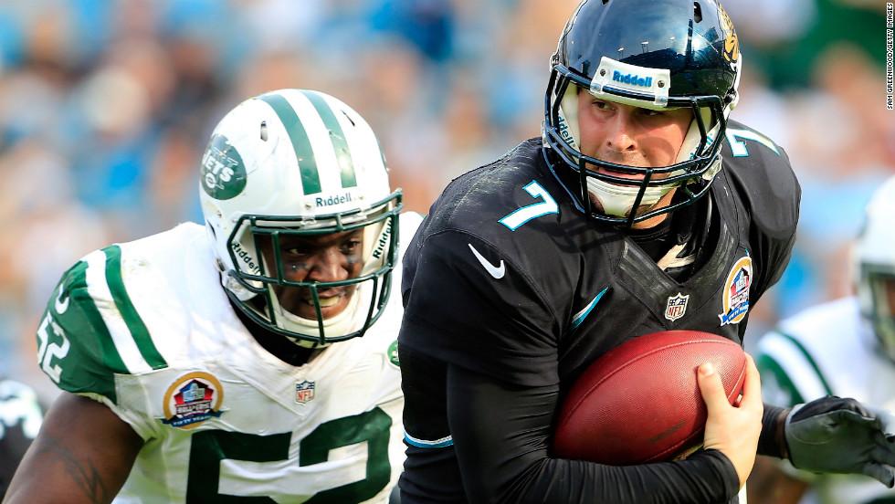 Jaguars quarterback Chad Henne is pressured by Jets linebacker David Harris on Sunday.