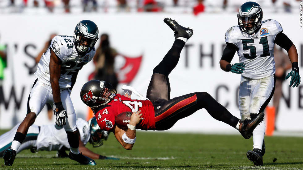 Buccaneers tight end Dallas Clark catches a pass in front of Eagles defenders No. 23 Dominique Rodgers-Cromartie and No. 51 Jamar Chaney on Sunday.