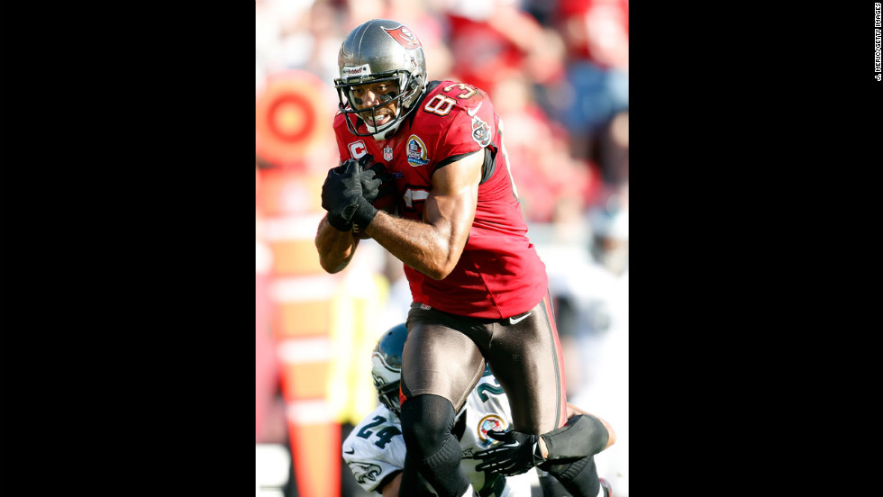 Buccaneers wide receiver Vincent Jackson is tackled by Eagles cornerback Nnamdi Asomugha on Sunday.