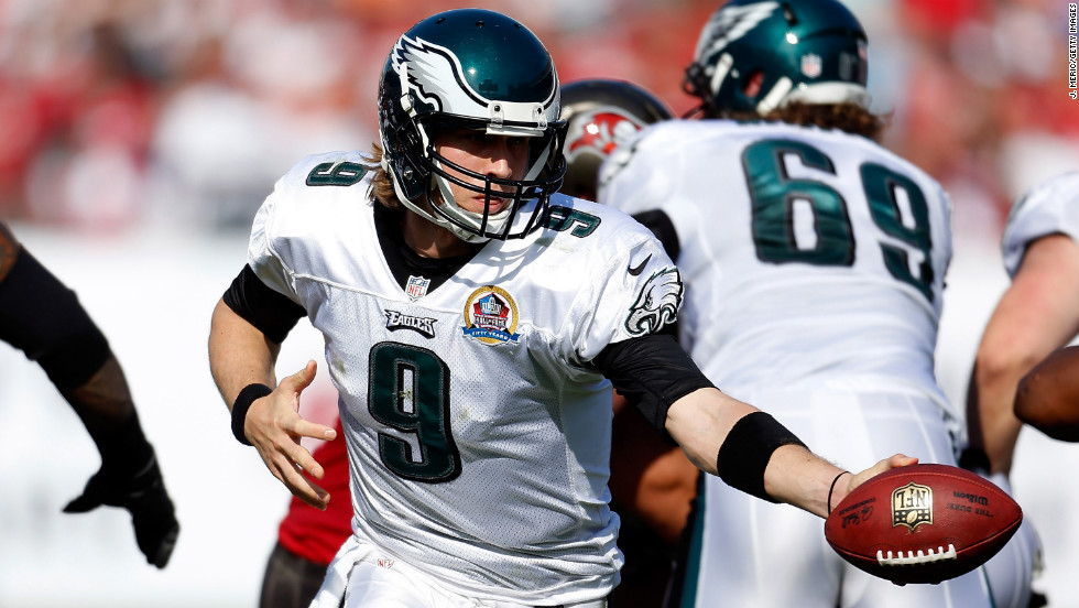Quarterback Nick Foles of the Eagles hands the ball off against the Buccaneers on Sunday.