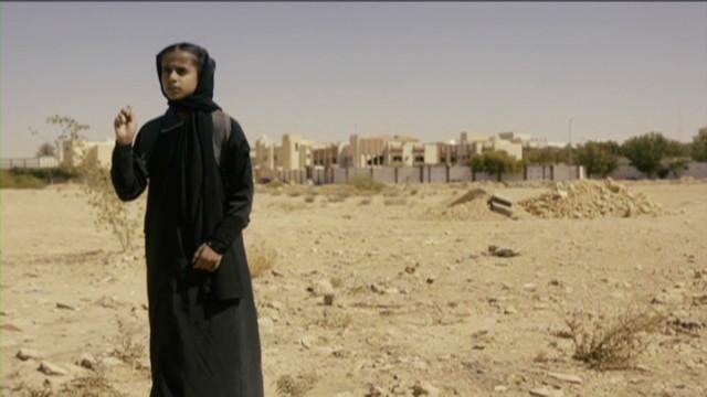 ctw pkg haifaa al monsour filming in saudi arabia_00014207