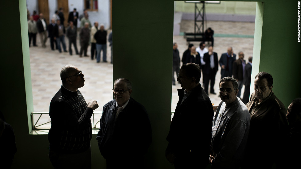 Egyptian voters queue at a polling station in central Cairo on December 15, 2012 to vote on a new constitution supported by the ruling Islamists but bitterly contested by a secular-leaning opposition.