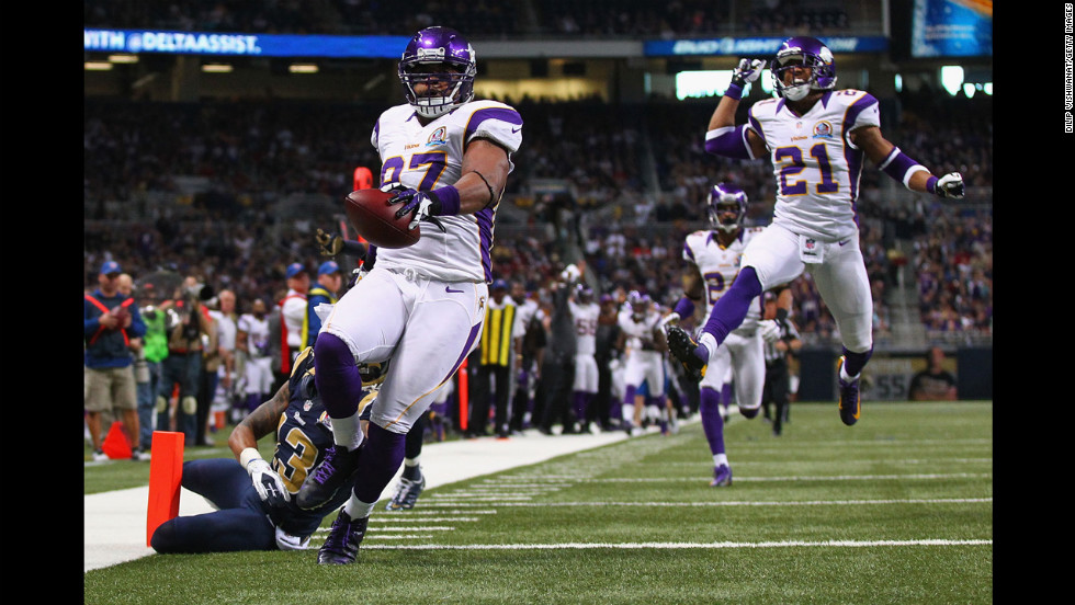 Everson Griffen of the Vikings scores a touchdown after incepting a pass against the Rams on Sunday.