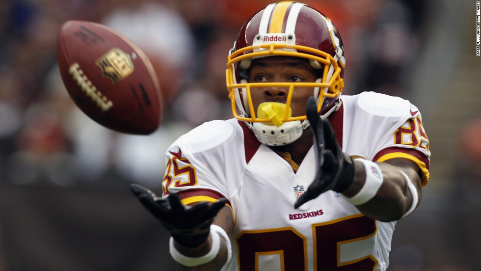 Wide receiver Leonard Hankerson of the Redskins catches a pass for a touchdown against the Browns on Sunday.