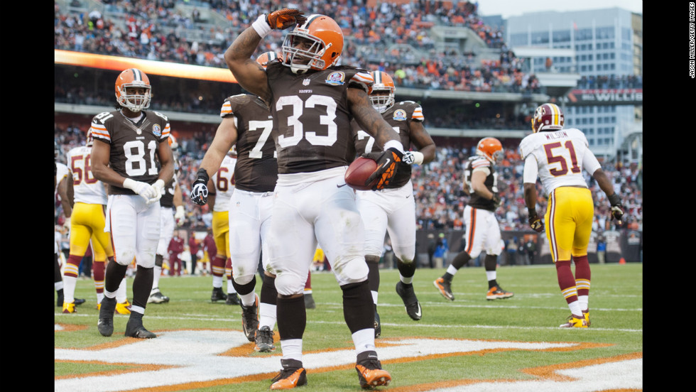 Running back Trent Richardson of the Browns celebrates after scoring a touchdown during the first half against the Redskins on Sunday.