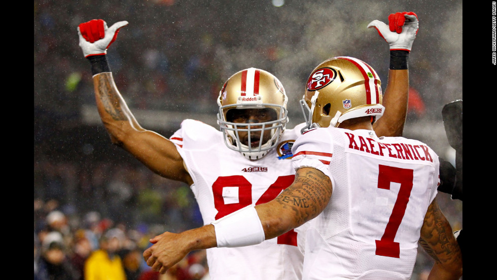 Wide receiver Randy Moss of the 49ers celebrates with quarterback Colin Kaepernick after scoring a touchdown in the first quarter against the Patriots on Sunday.