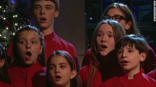 'SNL' honors school shooting victims