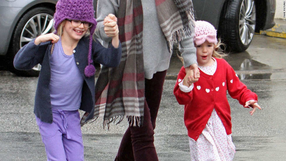 Jennifer Garner runs errands with her daughters on a rainy day.