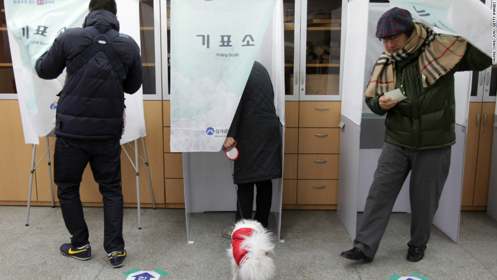 South Koreans cast their votes for a new president in a polling station in Seoul. Ruling Seanuri Party candidate Park Geun-hye and opposition Democratic United Party Moon Jae-in have been in a close race during the election campaign.