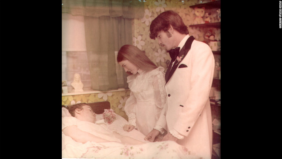 Colleen got married in 1974 to Richard Owen, with the reception held in Edwarda's room. Colleen gave birth to a son in 1976, just eight days after her father died. Colleen's marriage lasted only six years.