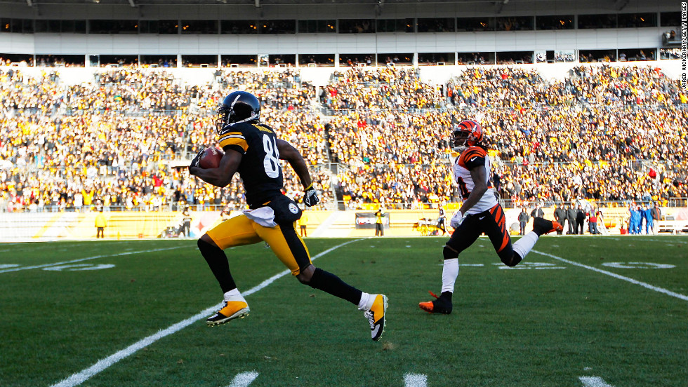 Antonio Brown of the Steelers runs by Adam Jones of the Bengals for the touchdown in the first half after catching a pass on Sunday.