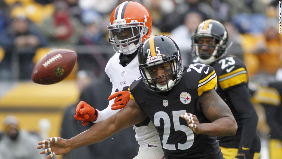 Josh Gordon of the Cleveland Browns and Ryan Clark of the Pittsburgh Steelers attempt to catch the ball on Sunday.