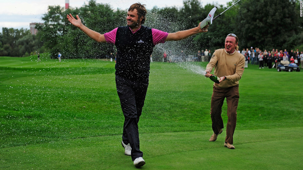 Jimenez sprays Jose Manuel Lara of Spain with champagne after his compatriot wins the 2010 Austrian Open.