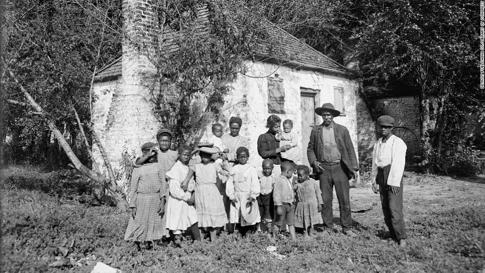 A  family gathers at the Hermitage plantation in Savannah, Georgia, in 1907.