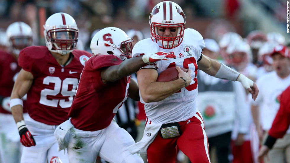Quarterback Curt Phillips of the Wisconsin Badgers runs the ball for 38 yards in the second quarter against the Stanford Cardinal on January 1.