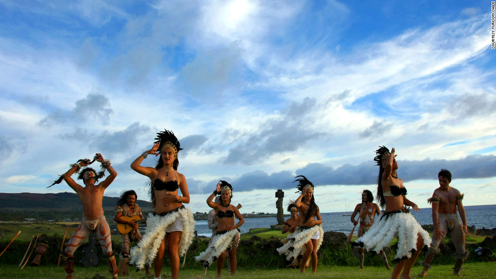 The island's one-of-a-kind culture is kept alive with various activities and festivals. The big celebration is the Tapati Festival. This includes a volcano toboggan race, dance competitions, carnival-style parades, food exhibitions and the crowning of the Tapati queen.