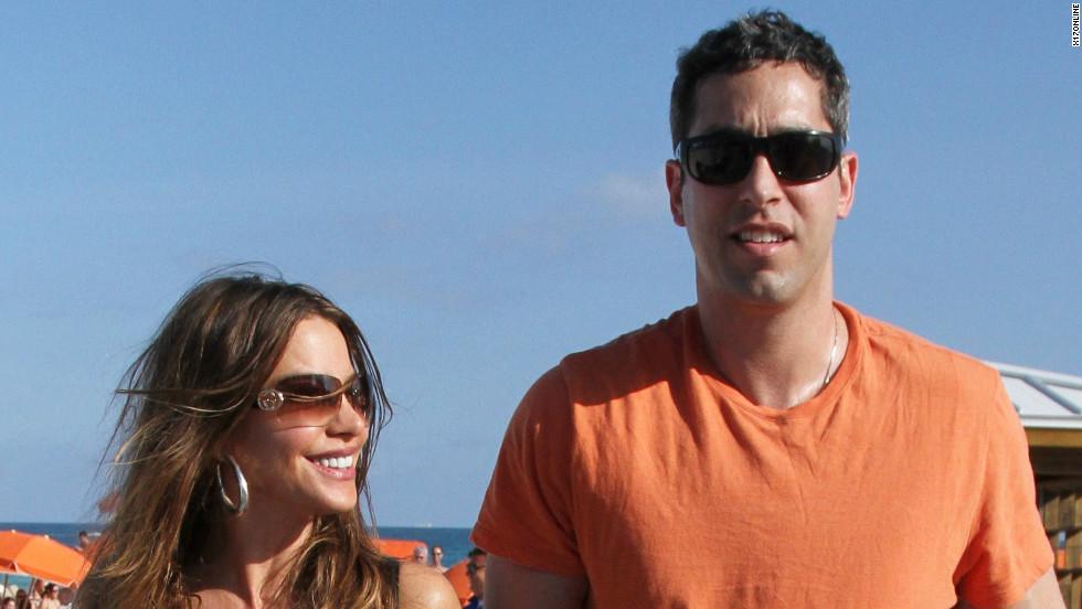 Sofia Vergara and her fiance Nick Loeb walk on the beach in Miami on January 3.