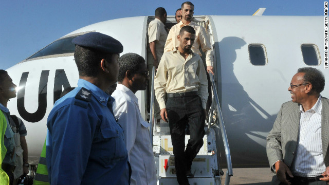 Two Jordanian peacekeepers disembark from a plane in Khartoum following their release on January 2, 2013
