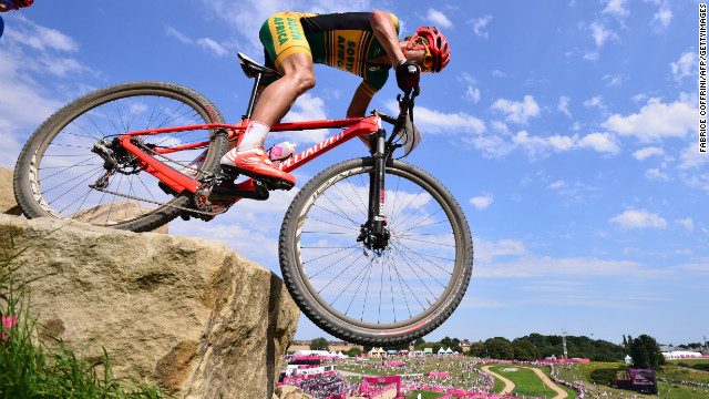 South Africa's Burry Stander (R) competes in the cross-country mountain bike race of the London 2012 Olympic on August 12, 2012.