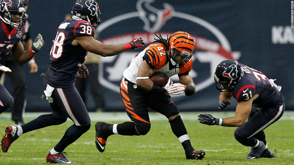 BenJarvus Green-Ellis of the Bengals runs the ball against Danieal Manning, left, and Shiloh Keo, right, of the Texans.
