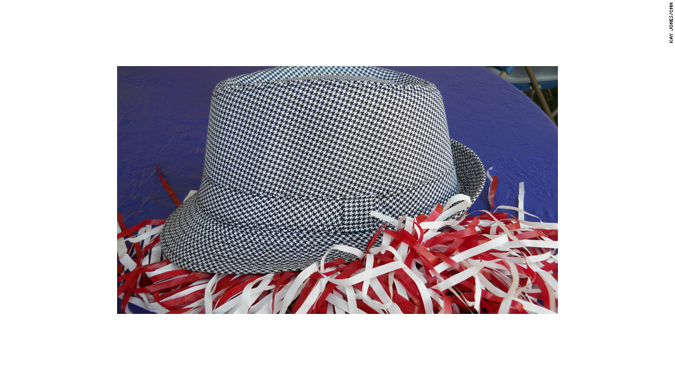 "'Bama's signature headgear is the houndstooth fedora. Legendary head coach Paul ""Bear"" Bryant famously sported one, and fans have followed suit ever since."