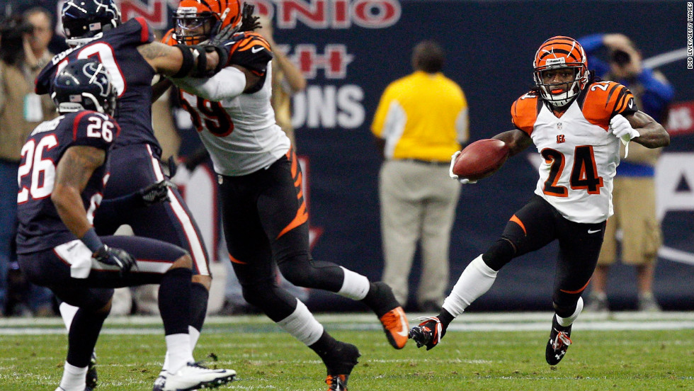 Adam Jones returns a kick against the Texans.