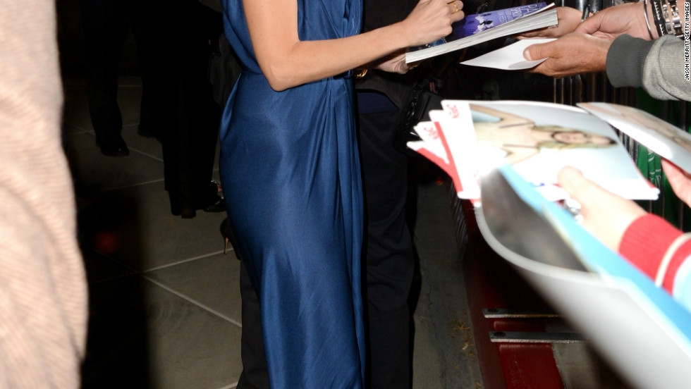 """Diana"" actress Naomi Watts signs autographs at the 24th Palm Springs International Film Festival Awards Gala on January 5."