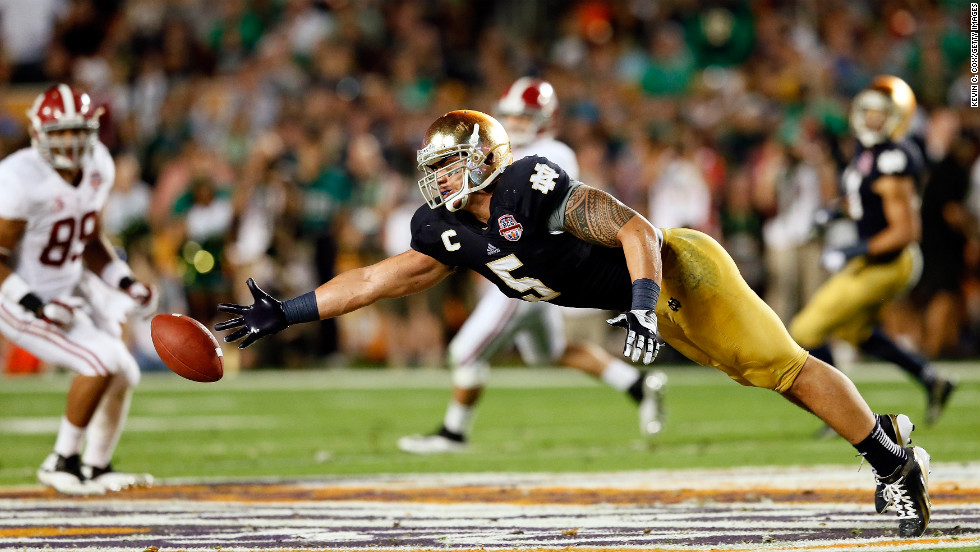 Notre Dame linebacker Manti Te'o tries to make a play against Alabama.